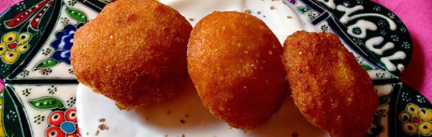Bignè di polenta con crema di pecorino