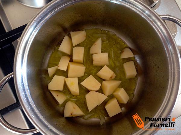 Preparazione pasta e patate classica