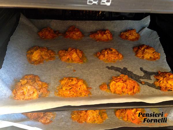 I biscotti ai corn flakes cuociono in forno a 180 gradi.