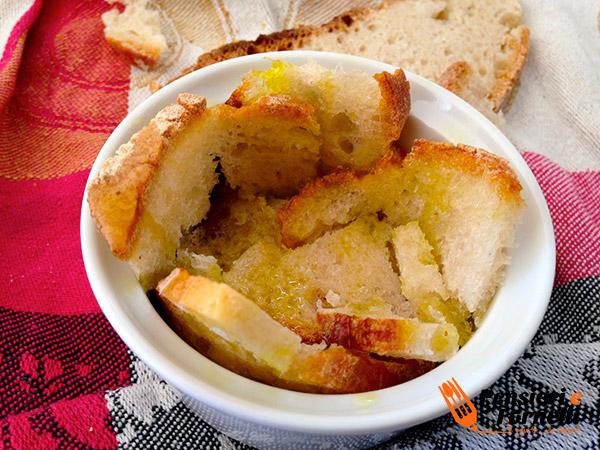 Crostatine di pane, cacio e pere