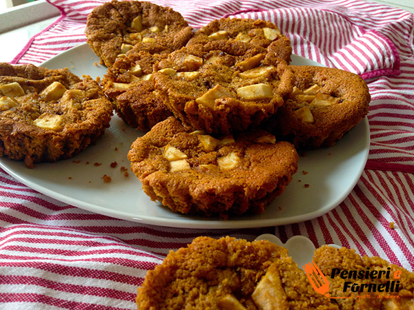 Le tortine di mele senza glutine pronte per essere gustate