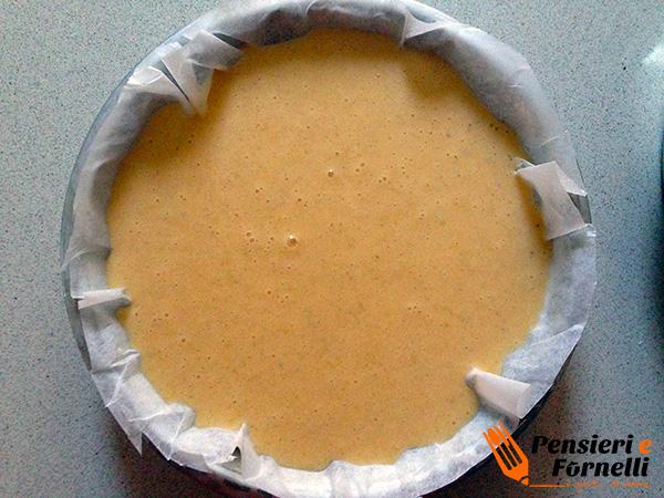 il composto della caprese al limone in una teglia foderata di carta forno