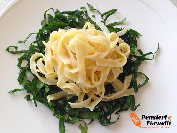 Lasagnette con ricotta e cruditè di spinaci