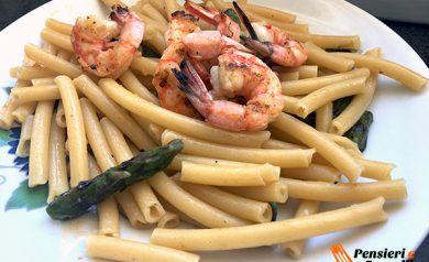 Mezzanelli con asparagi e gamberoni