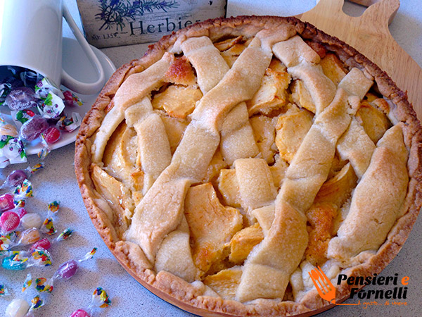 Crostata di mele e crema di mandorle