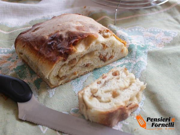 Pane ai ciccioli con lievito madre
