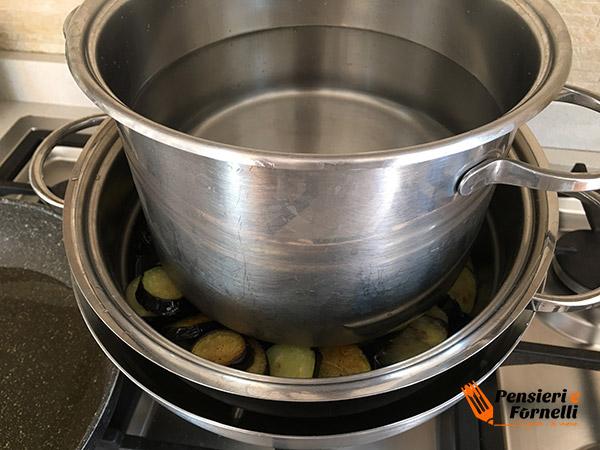 melanzane pressate per olio in eccesso