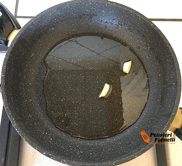 aglio e olio per la pasta e zucchine alla Nerano